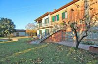 Abitazione bifamigliare con terreno a Torrita di Siena (SI)