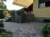 MARINA DI PIETRASANTA Villa trifamiliare con giardino