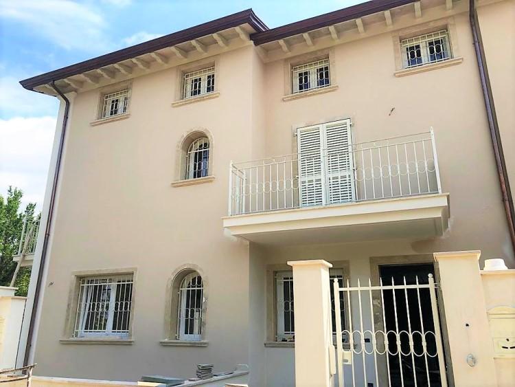 Cinquale appartamento duplex nuove con giardino in vendita