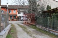 CASA IN LINEA a Pozzuolo con giardino
