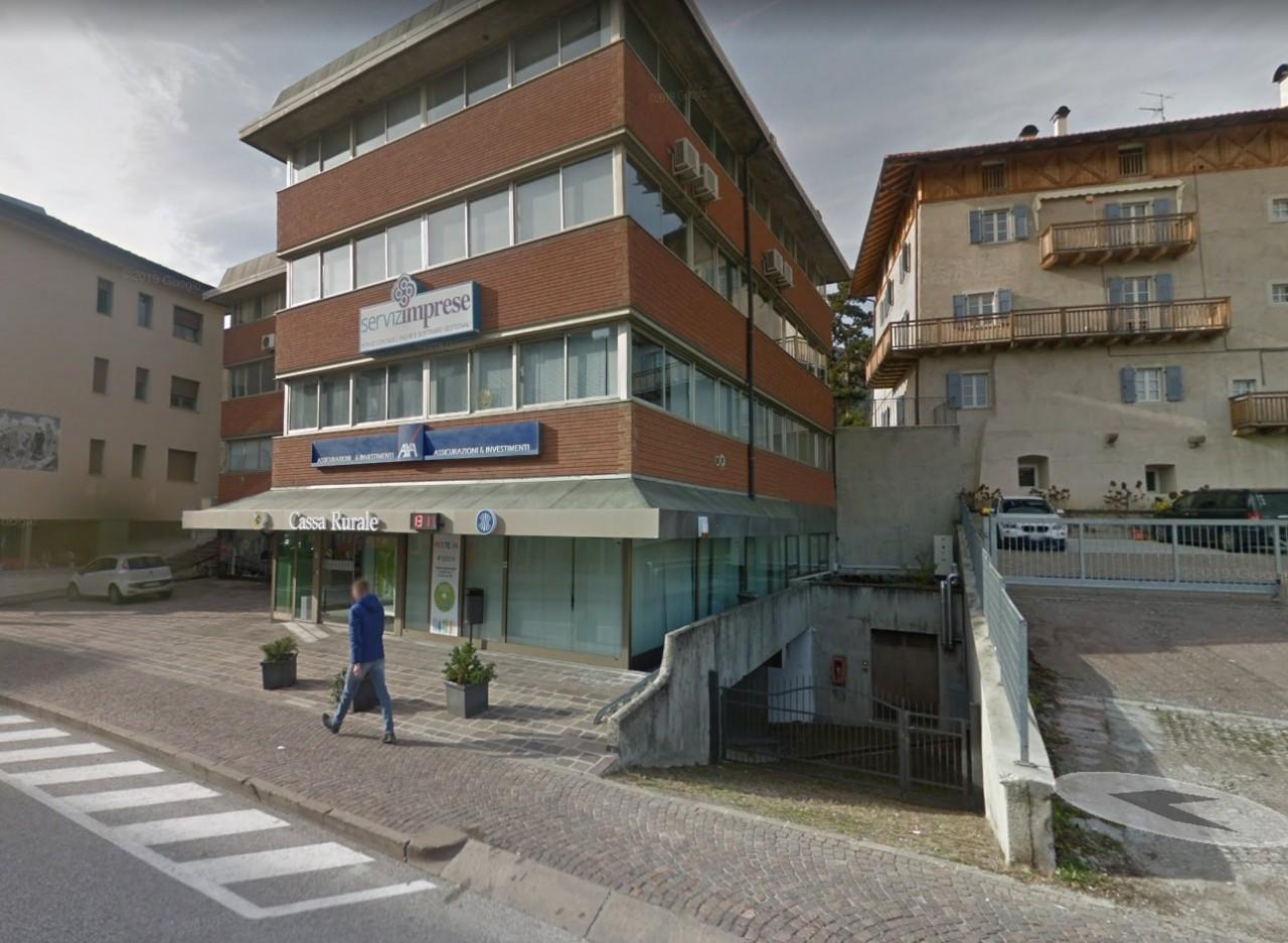 Cles - Deposito - magazzino - archivio in centro paese.
