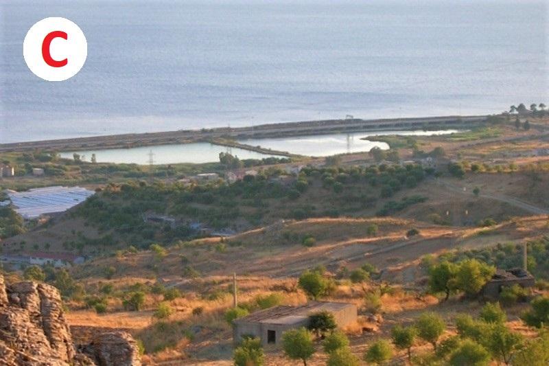Terreno e fabbricato in area per lo sviluppo industriale