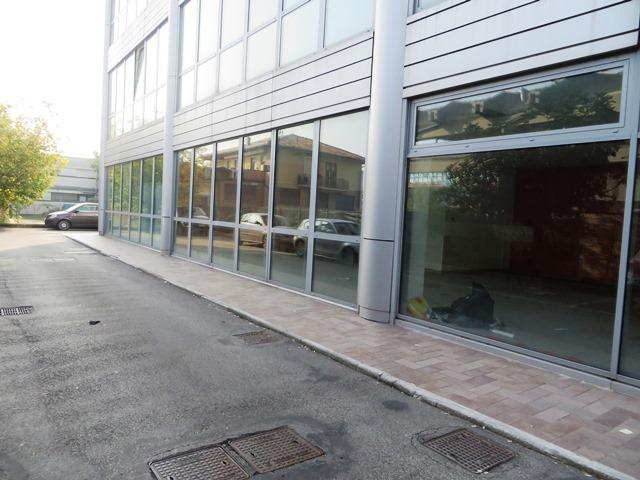 Bellissimo ufficio con tre posti auto