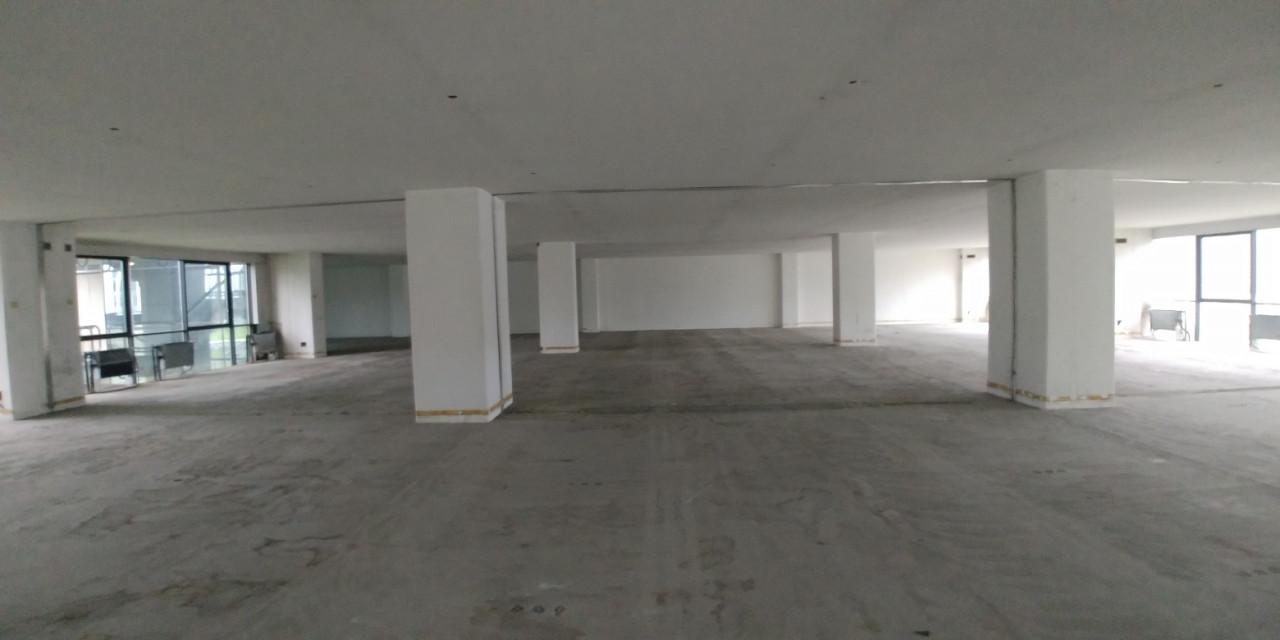 Ufficio inserito in stabile direzionale, verrà consegnato ristrutturato in open space dotato di pavi