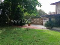 Forte dei Marmi villa singola con possibilità di costruire piscina in vendita