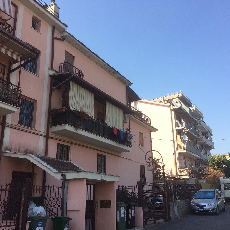 DUE LEONI (Via Gualtieri Sicaminò)