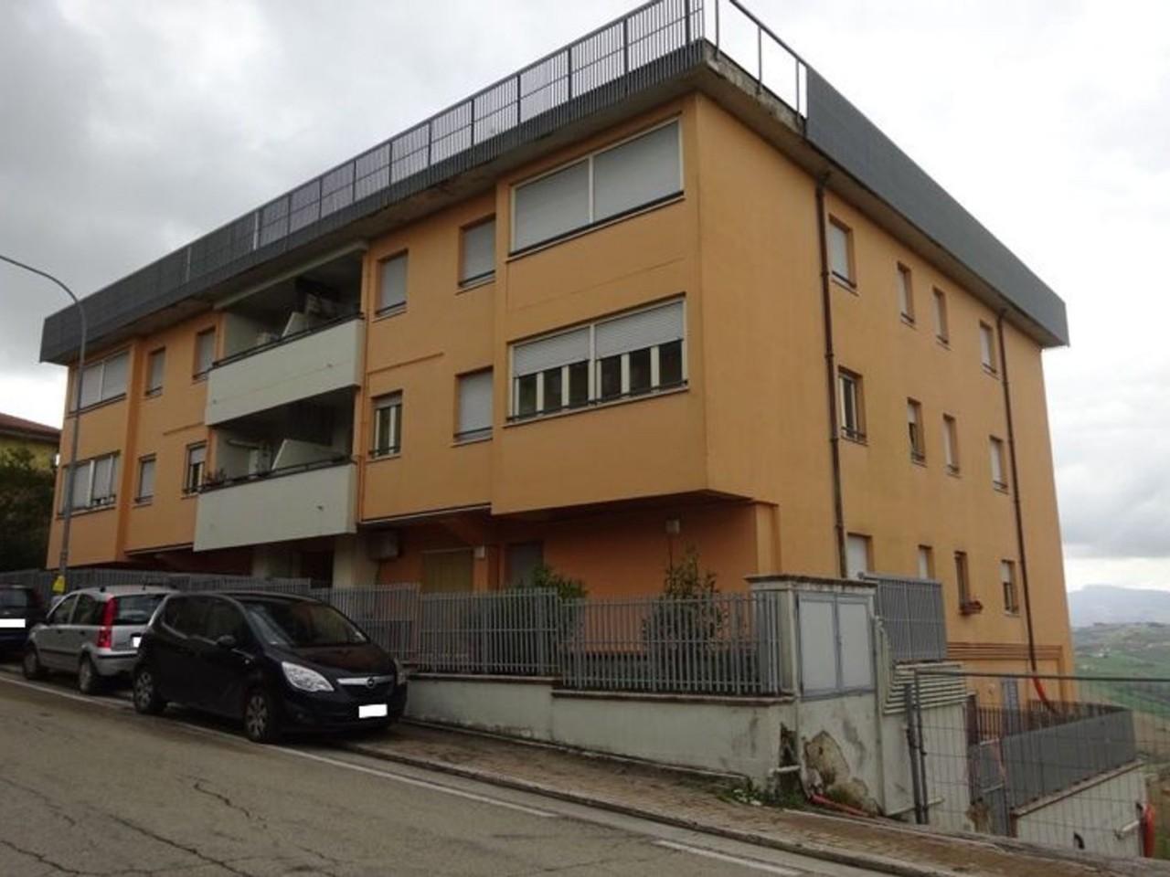 Appartamento con cantina e posto auto (Sub 4, 72, 44)