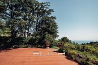 Villa a picco sul mare