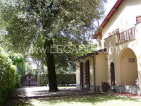 Forte dei marmi in the heart of  Roma Imperialdetached villa with a 2000 square meter