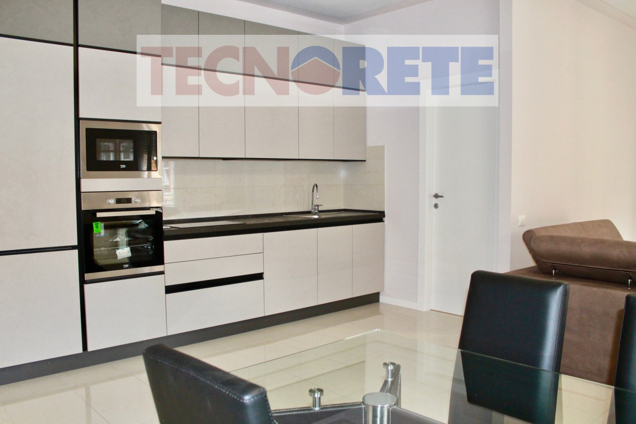 Spacious renovated three-room apartment in the historic center.