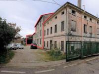 Laboratorio con deposito, abitazione e corte