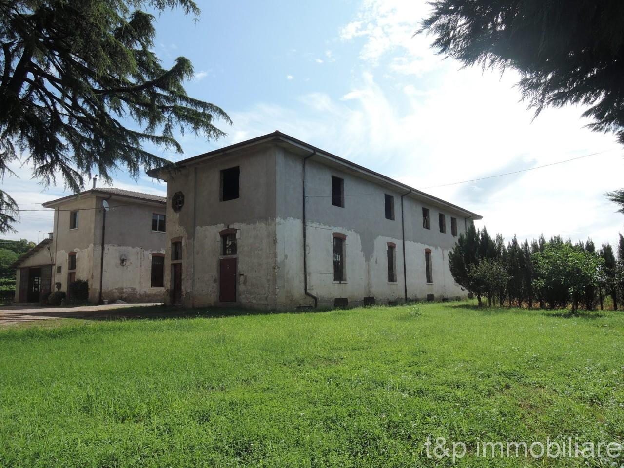 Complesso agricolo produttivo in zona Valpolicella DOC