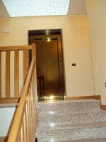 S.Carlo: appartamento tricamere ,ultimo piano con ascensore