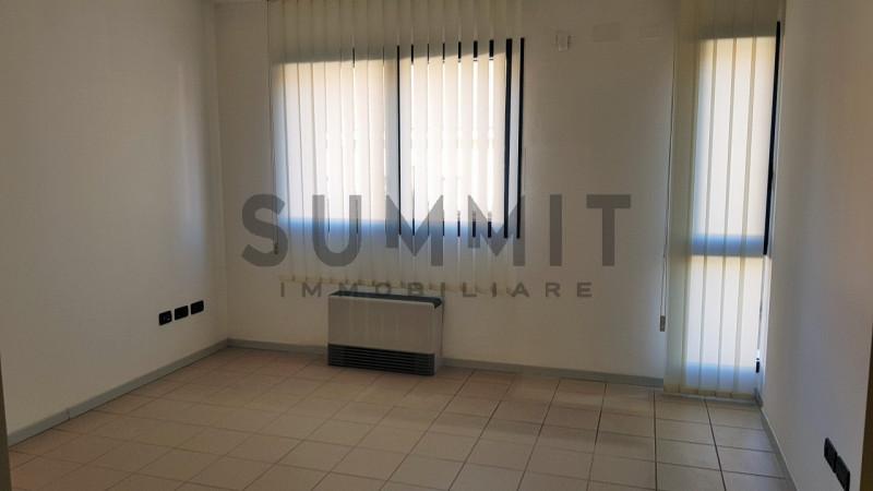 Ufficio / Studio in vendita a Schio, 9999 locali, zona Località: Schio - Centro, prezzo € 110.000 | CambioCasa.it