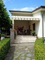 FORTE DEI MARMI Villa singola con piscina e giardino in vendita