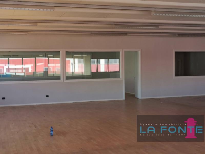 Ufficio / Studio in affitto a Pianiga, 9999 locali, zona Zona: Mellaredo, prezzo € 1.950 | CambioCasa.it