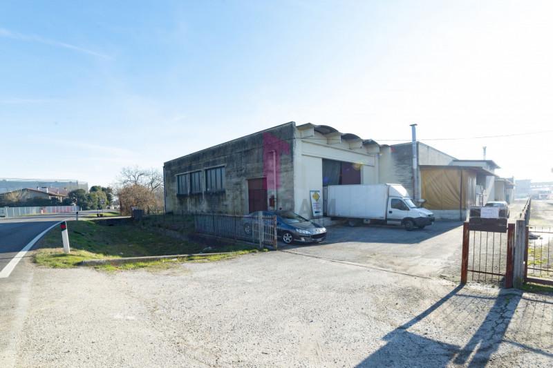 Capannone in vendita a Carmignano di Brenta - https://images.gestionaleimmobiliare.it/foto/annunci/190920/2072021/800x800/004__5_risultato.jpg