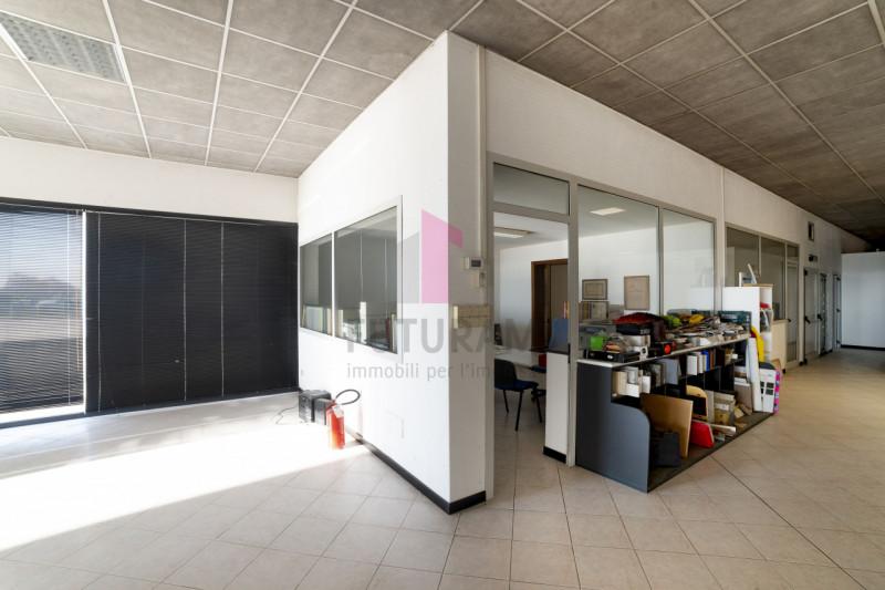 Capannone in vendita a Carmignano di Brenta - https://images.gestionaleimmobiliare.it/foto/annunci/190920/2072021/800x800/015__9c2_risultato.jpg