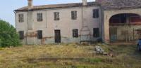 Vendesi Casa Colonica con terreno a Carceri.