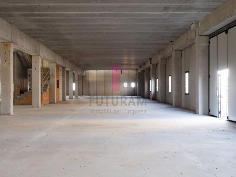 Capannone in affitto a Zimella - https://images.gestionaleimmobiliare.it/foto/annunci/191011/2081017/800x800/015__ok_zimella00002_risultato.jpg