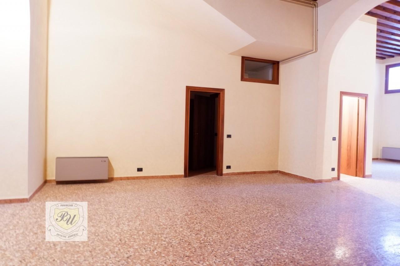 Ufficio in vendita a Este