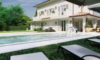 Villa singola con piscina nuova su bel lotto con begli affacci