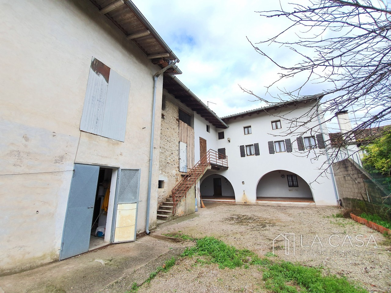 Casa indipendente in Linea - Rif.C6 https://images.gestionaleimmobiliare.it/foto/annunci/191125/2114313/1280x1280/001__20191116_110810_wmk_0.jpg