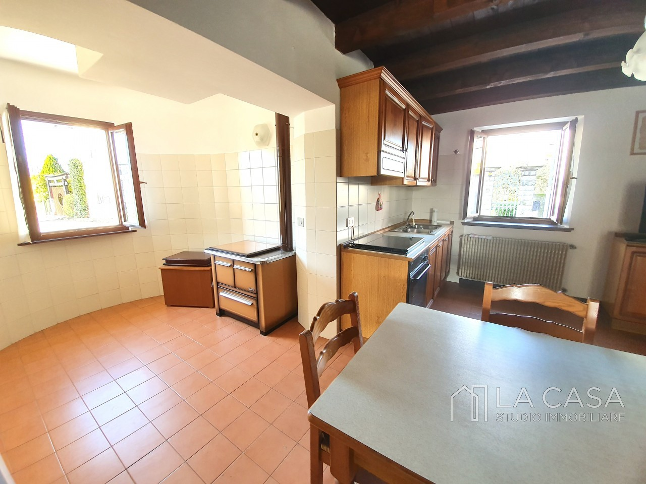 Casa indipendente in Linea - Rif.C6 https://images.gestionaleimmobiliare.it/foto/annunci/191125/2114313/1280x1280/009__20191125_120230_wmk_1.jpg
