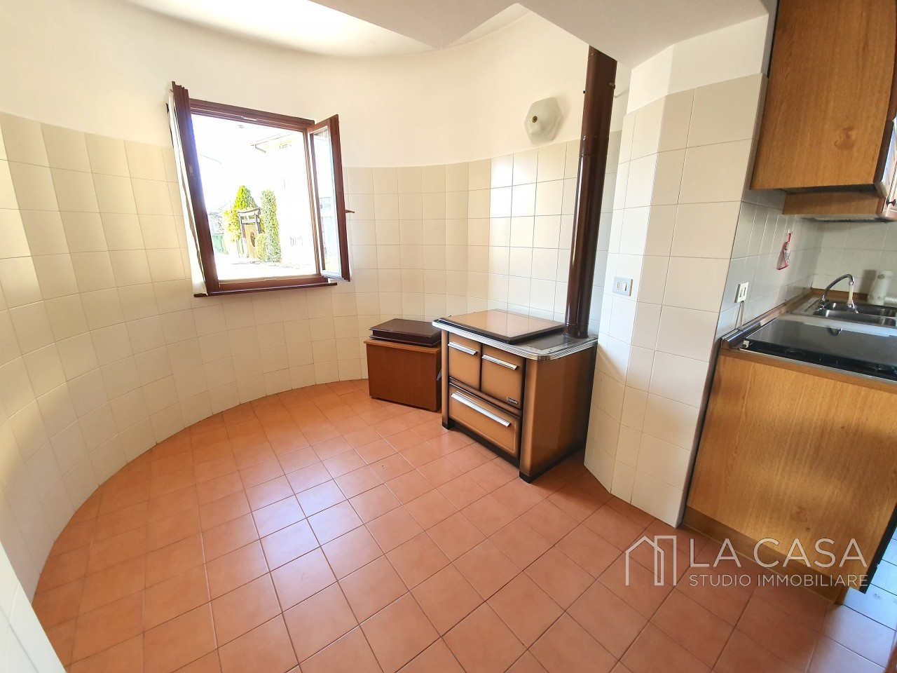 Casa indipendente in Linea - Rif.C6 https://images.gestionaleimmobiliare.it/foto/annunci/191125/2114313/1280x1280/010__20191125_115612_wmk_1.jpg