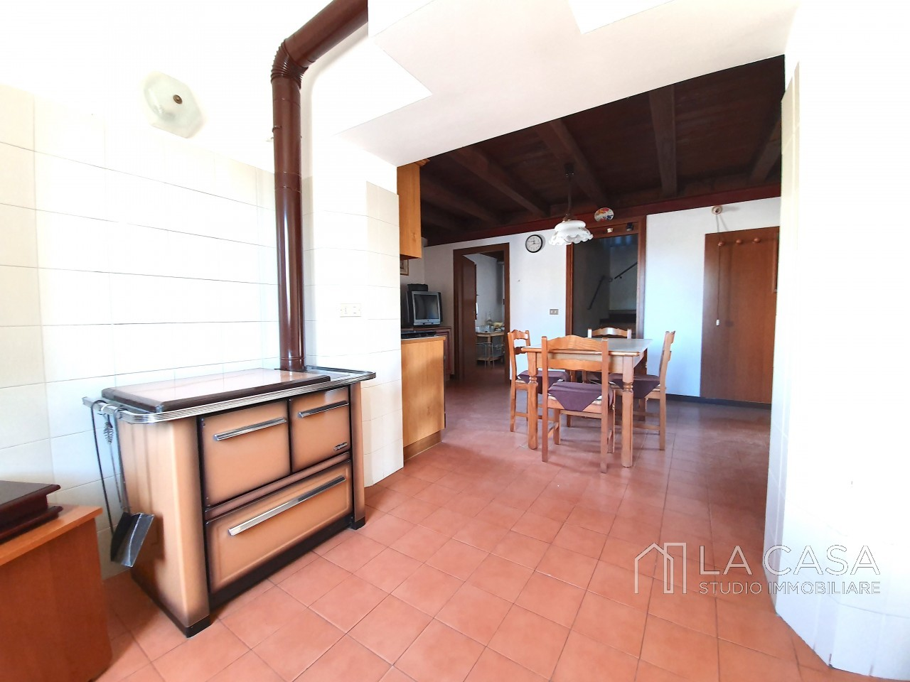 Casa indipendente in Linea - Rif.C6 https://images.gestionaleimmobiliare.it/foto/annunci/191125/2114313/1280x1280/011__20191125_115622_wmk_1.jpg