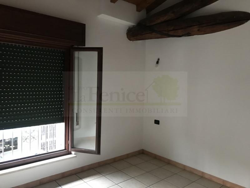 CASTEL GOFFREDO DUE APPARTEMENTI E NEGOZIO IN VENDITA - https://images.gestionaleimmobiliare.it/foto/annunci/191126/2114893/800x800/005__img_5720_wmk_0.jpg