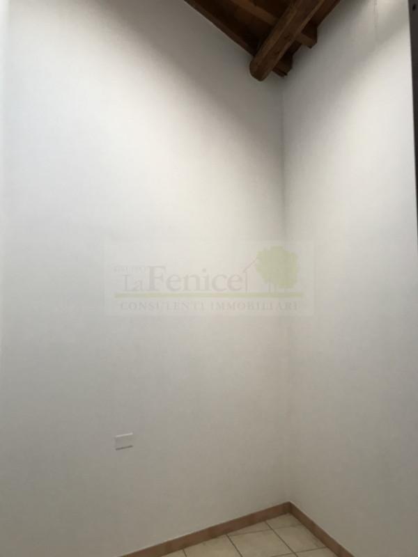 CASTEL GOFFREDO DUE APPARTEMENTI E NEGOZIO IN VENDITA - https://images.gestionaleimmobiliare.it/foto/annunci/191126/2114893/800x800/009__img_5722_wmk_0.jpg