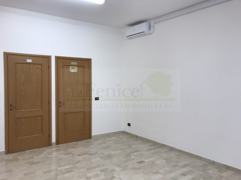 CASTEL GOFFREDO NEGOZIO CON VETRINA - https://images.gestionaleimmobiliare.it/foto/annunci/191207/2120363/800x800/000__img_5813_wmk_0.jpg