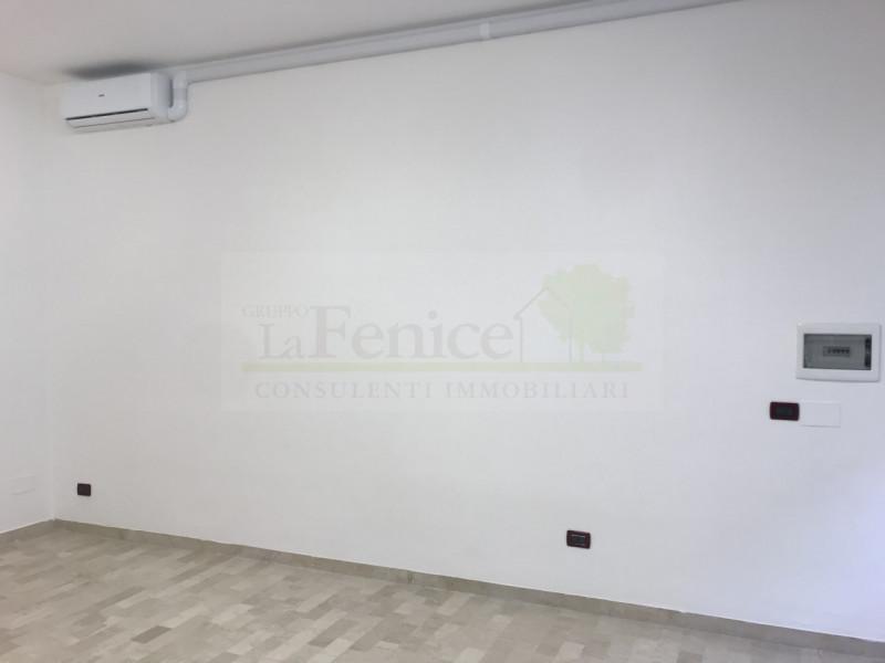 CASTEL GOFFREDO NEGOZIO CON VETRINA - https://images.gestionaleimmobiliare.it/foto/annunci/191207/2120363/800x800/002__img_5814_wmk_0.jpg