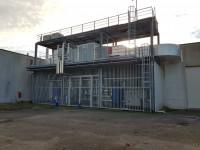 Ampio capannone con area esterna