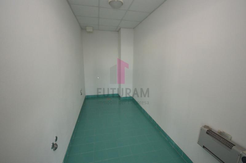 Ufficio in affitto a Vicenza - https://images.gestionaleimmobiliare.it/foto/annunci/200114/2128832/800x800/017__9l.jpg