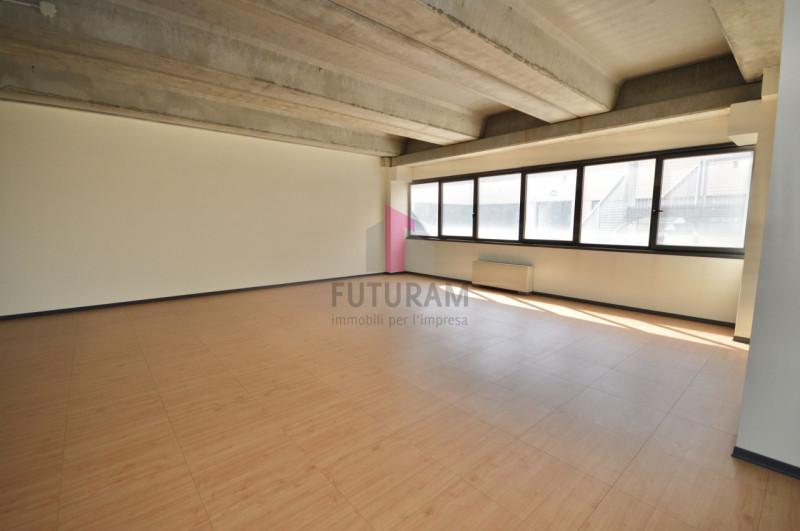 Ufficio in affitto a Vicenza - https://images.gestionaleimmobiliare.it/foto/annunci/200114/2128864/800x800/016__9h.jpg