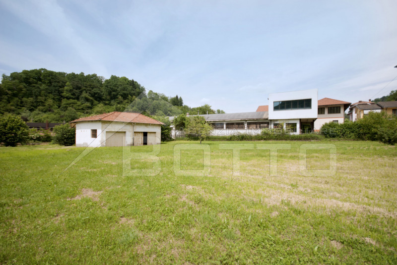Building property with villa to be restored on sale in Valduggia