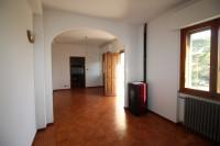 Laterina periferia vendesi appartamento