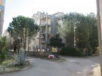 Tre appartamenti e tre garage al grezzo avanzato (part 697)