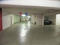 Ufficio al piano primo con posti auto coperti