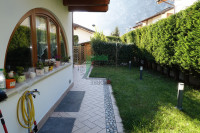 Roverè della Luna, ampia e recente villa con giardino