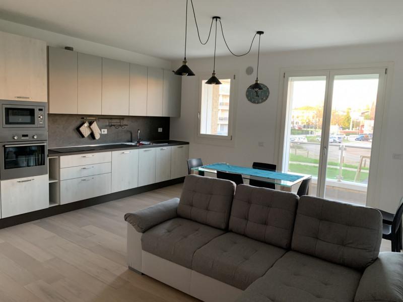 Appartamento in vendita a Selvazzano Dentro, 4 locali, zona Località: Selvazzano Dentro - Centro, prezzo € 250.000 | CambioCasa.it