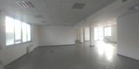Uffici dotati di riscaldamento e condizionamento centralizzato, pavimento galleggiante, controsoffit