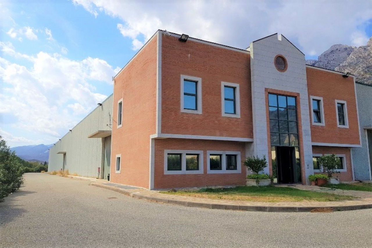 Industrial building for Sale in Siniscola