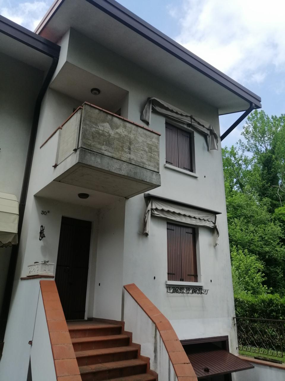 Casa a schiera d'angolo abitabile da subito