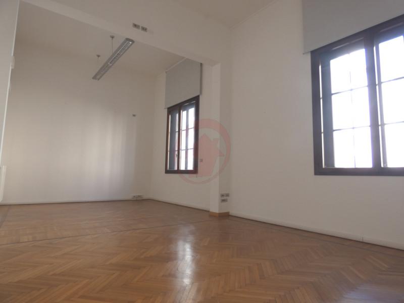 UFFICI IN CENTRO STORICO A PADOVA - https://images.gestionaleimmobiliare.it/foto/annunci/200522/2248418/800x800/001__p1050894-min_wmk_0.jpg
