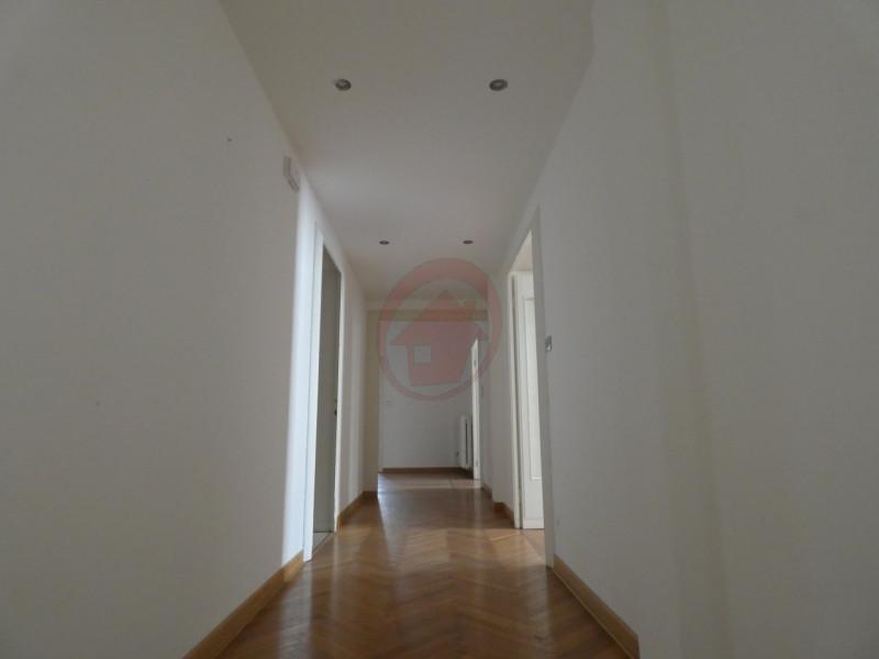UFFICI IN CENTRO STORICO A PADOVA - https://images.gestionaleimmobiliare.it/foto/annunci/200522/2248418/800x800/002__p1050896-min_wmk_0.jpg