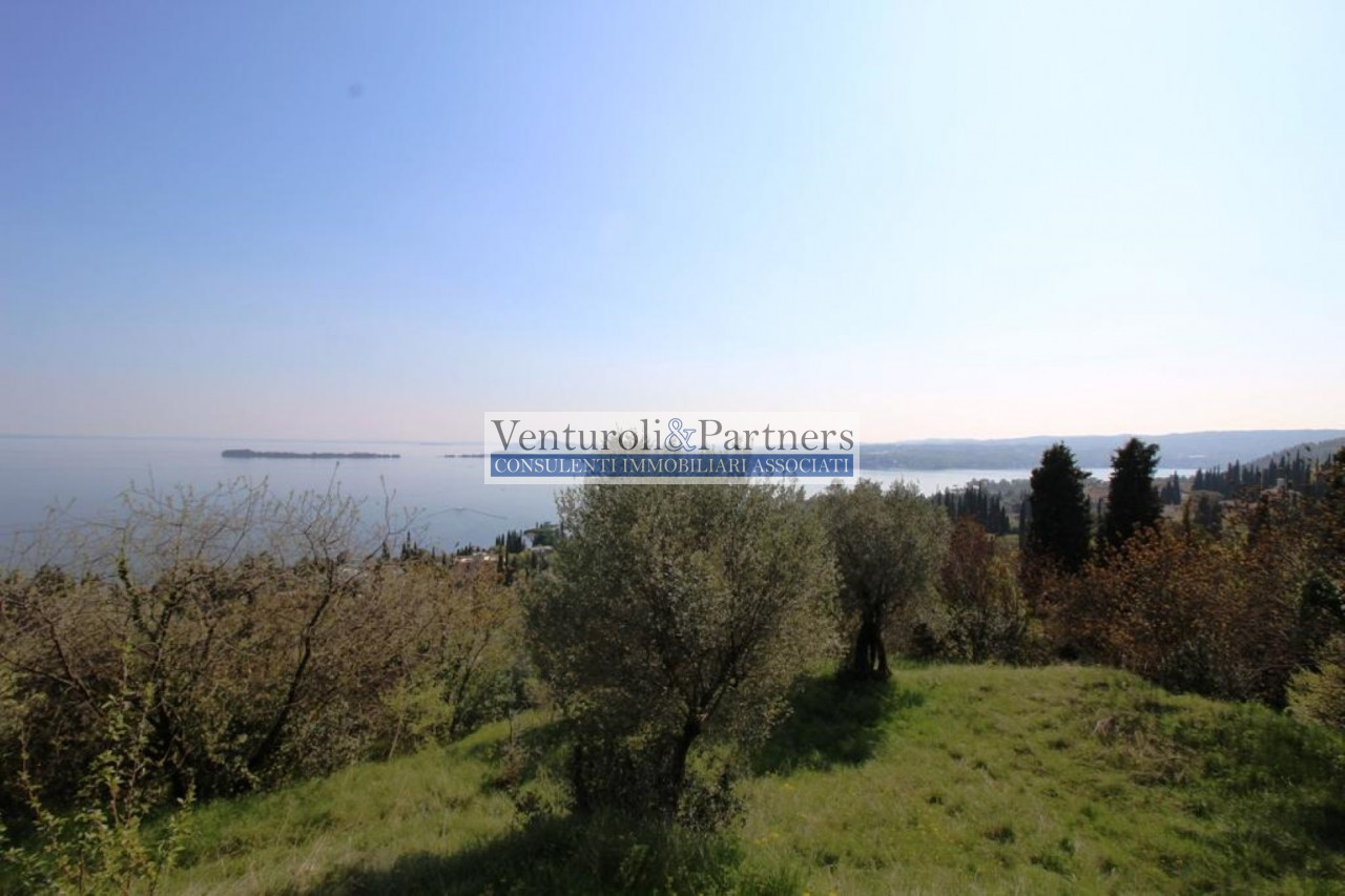 Land for Sale in Puegnago sul Garda