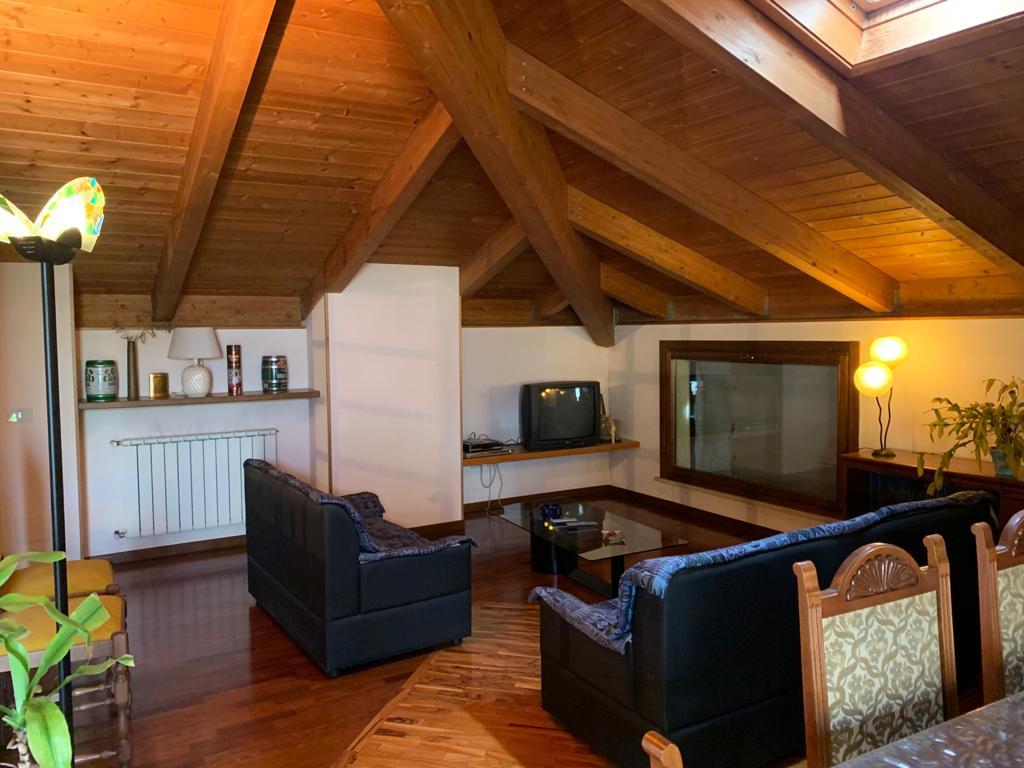 SENIGALLIA, Zona Cannella, appartamento mansardato di di 94 mq.